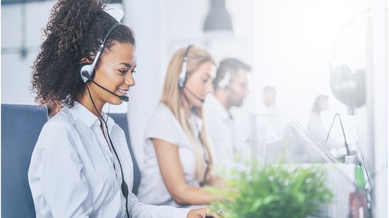 211 hotline agents taking calls